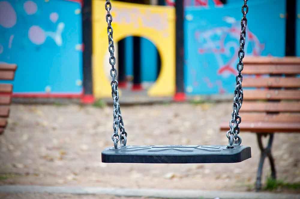 Cuál es la normativa vigente en parques infantiles en España