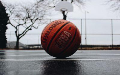Las líneas del campo de baloncesto