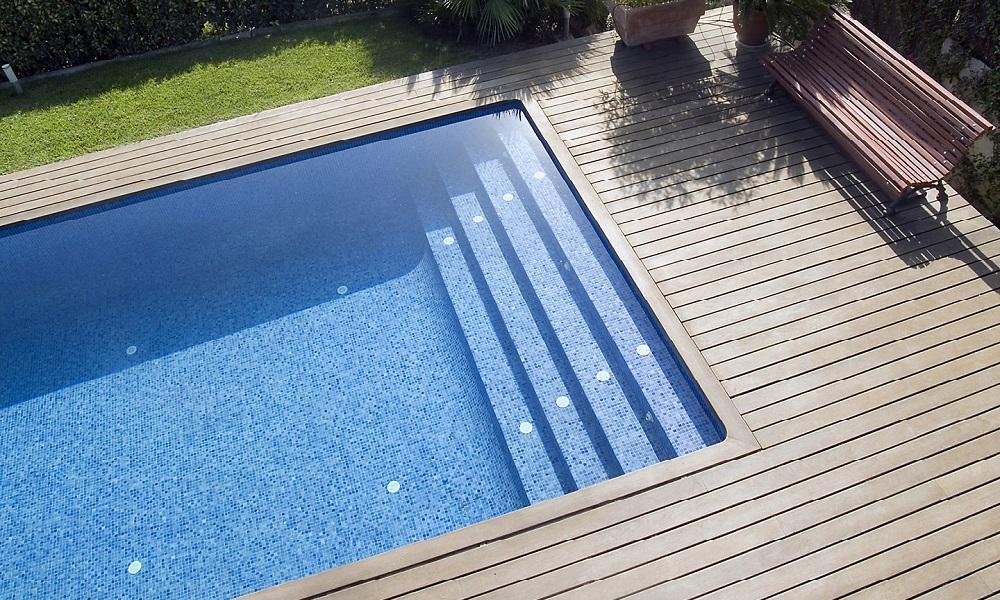 Suelos para rodear la piscina